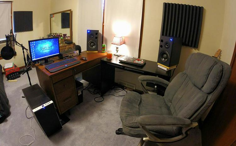 Show us your desk!-cpwnz6hxaaq7u2q.jpg