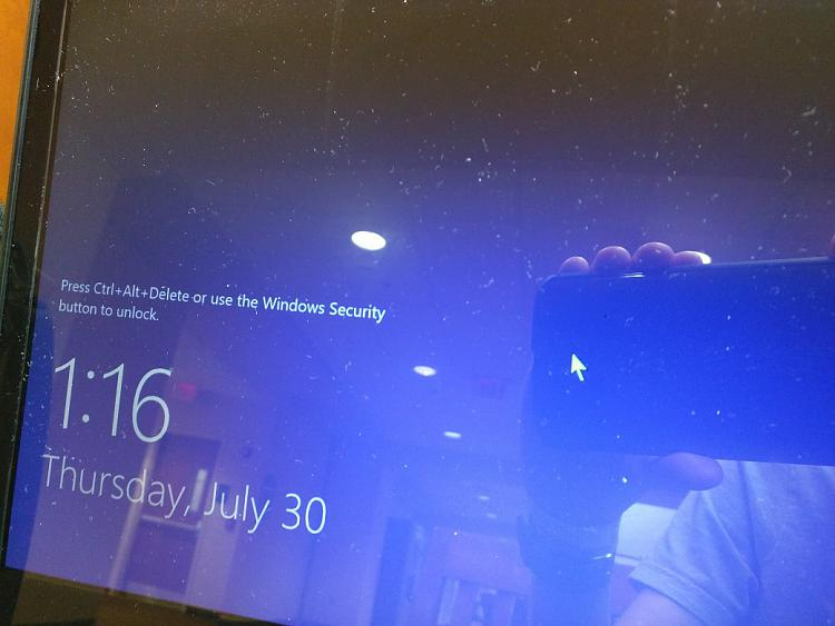 Windows 10 Lock Screen Background Doesn't Show Up (stays