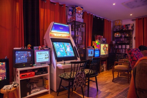 Click image for larger version.  Name:this-retro-game-room-is-something-out-of-a-dream-22-photos-7.jpg Views:23 Size:106.5 KB ID:56650