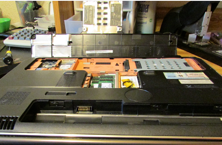 Click image for larger version.  Name:dv7 Innards.PNG Views:29 Size:1,014.1 KB ID:7855