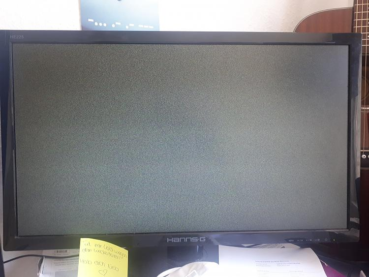 2nd screen randomly flickering really strong (attached image