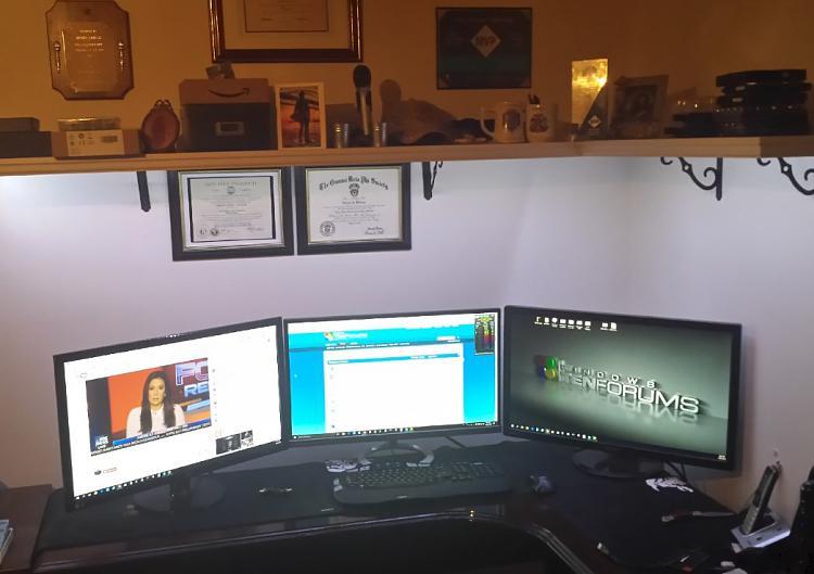 Click image for larger version.  Name:desk.jpg Views:24 Size:97.2 KB ID:148982