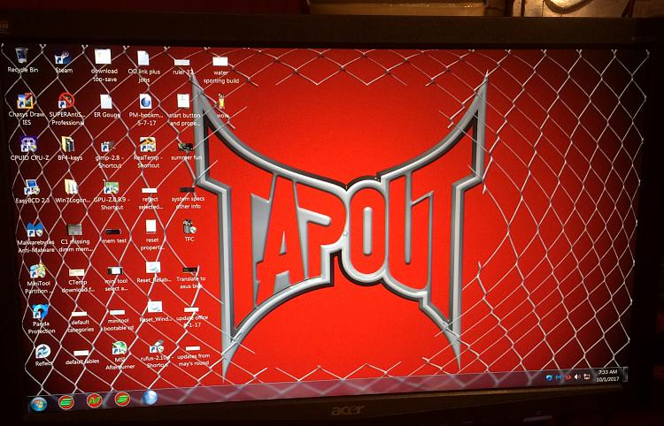 Click image for larger version.  Name:desktop after boot.jpg Views:3 Size:823.3 KB ID:156104