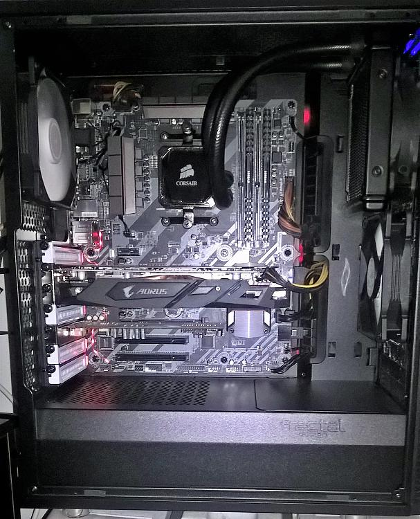 Show off your PC!-inside-comp.jpg
