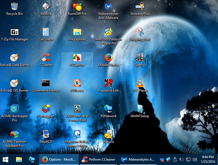 Click image for larger version.  Name:win10586pese desktop.PNG Views:9 Size:960.8 KB ID:60707