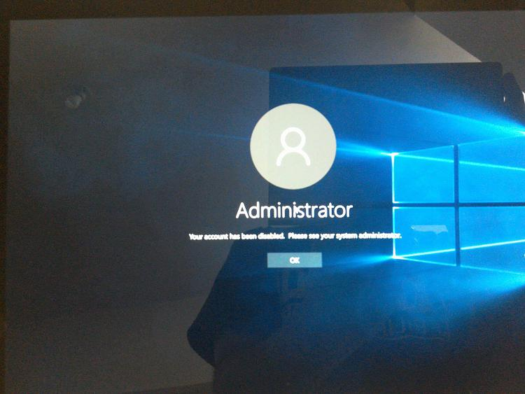 Administrator logon appears before my account logon page on startup-16990886_10207838520831496_1960264748_o.jpg