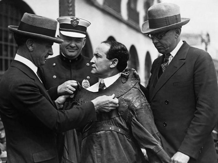 Click image for larger version.  Name:Pawn-Stars-Harry-Houdini-Straight-Jacket-Vintage-Photo-2-HR.jpg Views:1 Size:249.6 KB ID:71478